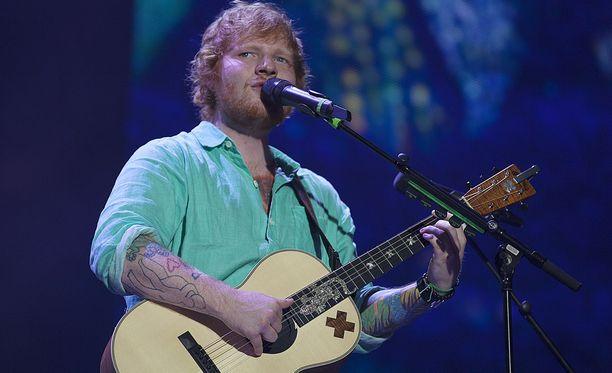 Tältä Ed Sheeran näytti vielä vuonna 2015.