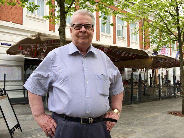 Kalervo Kummola asuu Herningissä keskustan kävelykadun varrella sijaitsevassa hotellissa. Saman kadun varrelle keskittyvät kisaturistien suosimat monet terassiravintolat.