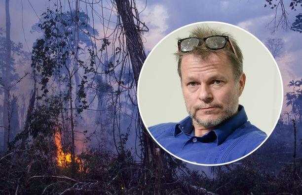 Maailmanpolitiikan professori Teivo Teivainen on perehtynyt tutkimuksissaan Brasiliaan, jossa Amazonin sademetsä sijaitsee.