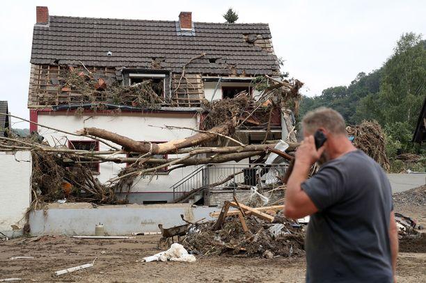 Saksan suurtulvat johtavat kuolemien lisäksi myös taloudellisiin katastrofeihin. Uhrit joutuvat tarkistamaan vakuutuspapereistaan, lukeeko niissä Elementarversicherung.