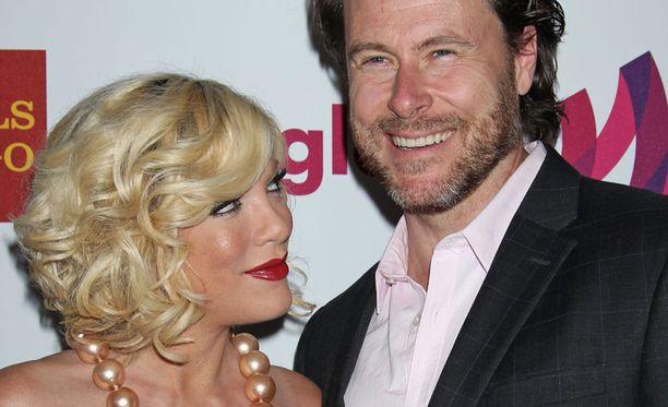Tori Spelling ja Dean McDermott menivät naimisiin vuonna 2006. Parilla on kolme lasta.