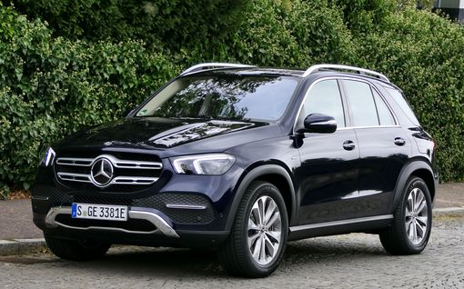Mercedes rikkoi haamurajan - uusi GLE-lataushybridi tarjoaa oikeasti kahden eri maailman parhaat puolet