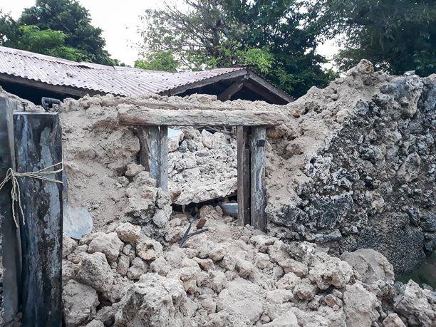 Maanjäristys tuhosi muun muassa rakennuksia.