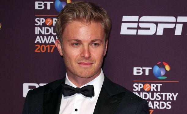 Nico Rosberg päätyi otsikoihiin pukumokan vuoksi.