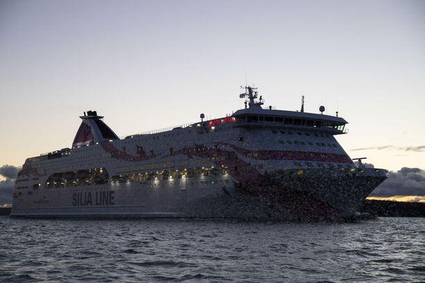 Baltic Princess on tällä hetkellä puoliksi pimeänä.
