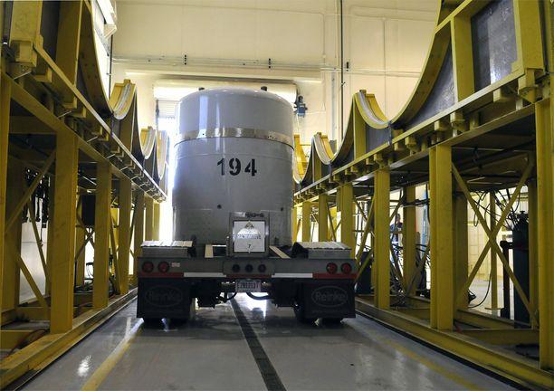 Pakattua ydinjätettä valmiina matkaan Los Alamosin käsittelylaboratoriosta WIPP-laitokseen. Arkistokuva vuodelta 2012.