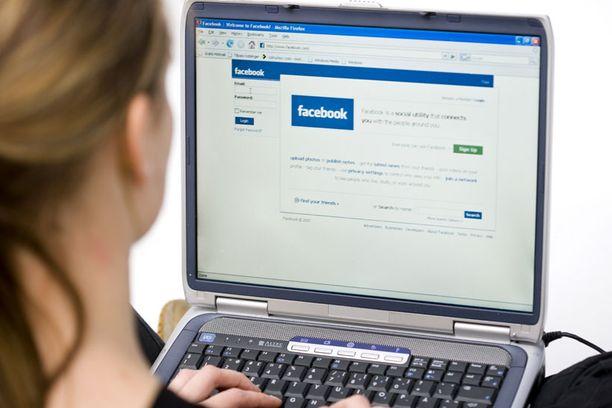 Neljän tunnin katkos Facebookissa sai monet suomalaiset vihaiseksi.