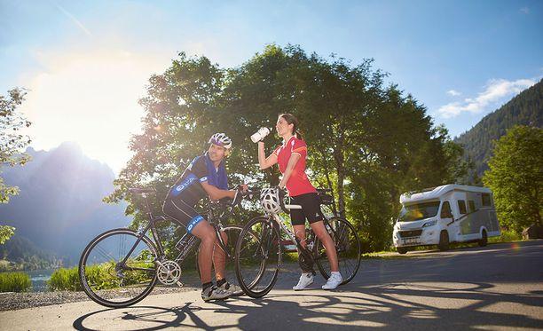 Pyörät kyytiin ja matkailuautolla etsimään uusia maisemia.