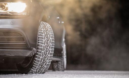 Nastojen ulkonema vaikuttaa rengasmeluun. Etuvetoisissa autoissa eturenkaat kuluvat nopeammin.