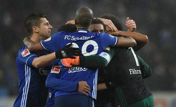 Schalke lähtee ennakkosuosikkina lauantain otteluun.