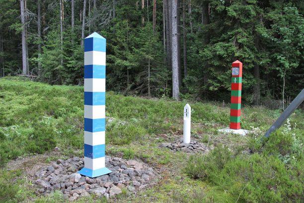 Tsekit kuvasivat itsensä Venäjän federaation rajapaalulla. Arkistokuva.