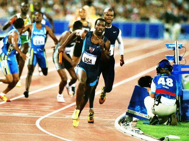 Michael Johnson voitti menestyksekkäällä urallaan muun muassa kolme henkilökohtaista olympiakultaa. Kuva Sydneyn olympialaisista vuodelta 2000.