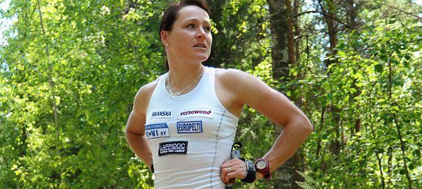 Aino-Kaisa Saarinen jäi ilman valmentajaa keväällä 2010.