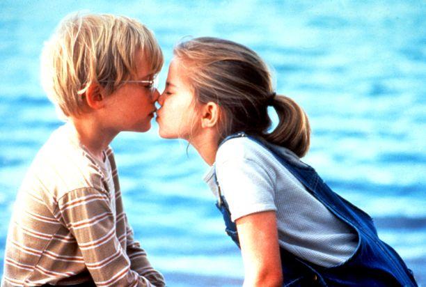Macauley Culkin ja Anna Chlumsky elokuvassa Tyttöni mun.