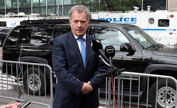 Sauli Niinistö puhui medialle YK:n yleiskokouksessa New Yorksissa.