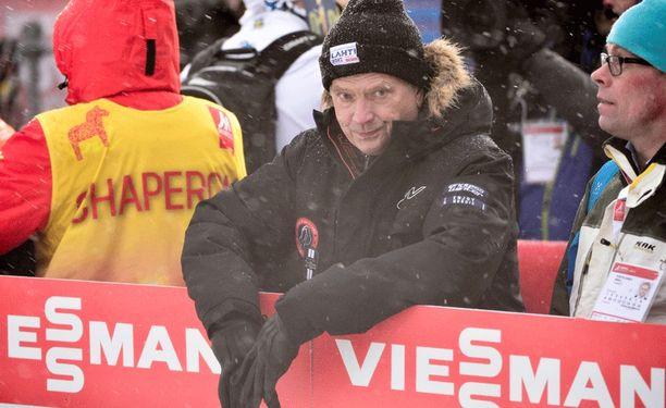 Sauli Niinistö seurasi miesten 50 kilometrin kilpailua Falunissa.