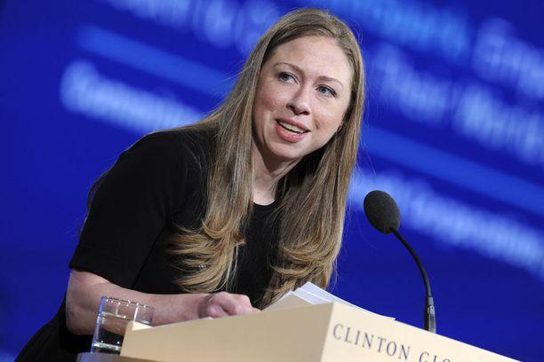 Myös ex-presidentti Bill Clintonin tytär Chelsea Clinton on puolustanut presidenttien lasten yksityisyyttä kuten Barron Trumpia kesällä 2017. Kuvassa Clinton New Yorkissa vuonna 2015.