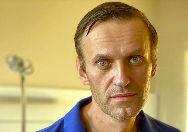 Laihtunut, mutta hengissä. Aleksei Navalnyi pääsi pois sairaalasta keskiviikkona.