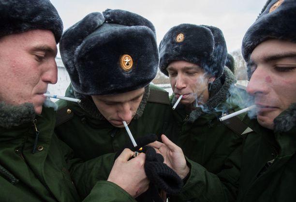 Eri medioiden mukaan venäläisiltä varusmiehiltä on kysytty näiden äänestyskäyttäytymisestä sekä siitä, ovatko he valmiita puuttumaan väkivaltaisiin mellakoihin vaalien yhteydessä. Kuvituskuva.