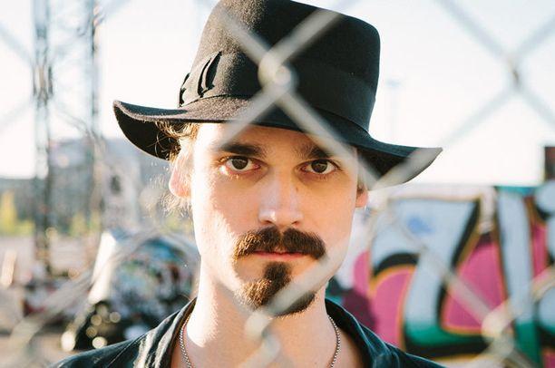 Viime vuosina Teppo Vapaus on keikkaillut nimeään kantavan yhtyeensä kanssa ja nauhoittanut debyyttilevyään.