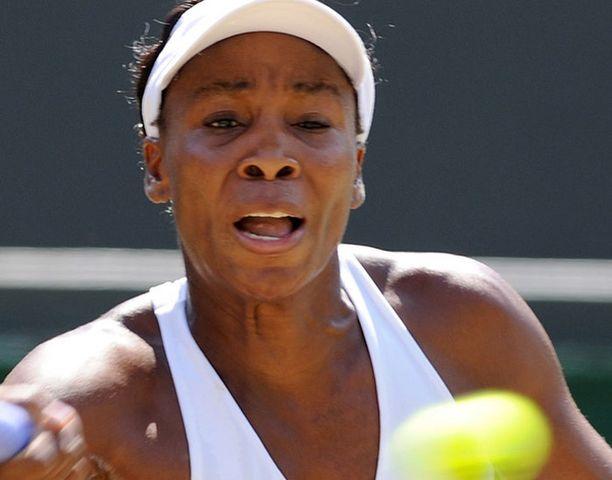 Venus Williams jyräsi Agnieszka Radwanskan.