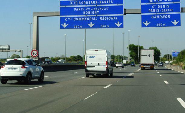 Ranska on vankasti dieselvetoinen maa. Iltalehden tiistaina tekemän havainnon mukaan maan katsastuskulttuuri lienee Suomea jäljessä, sillä liikenteessä on paljon haisevia tai tupruttavia autoja.