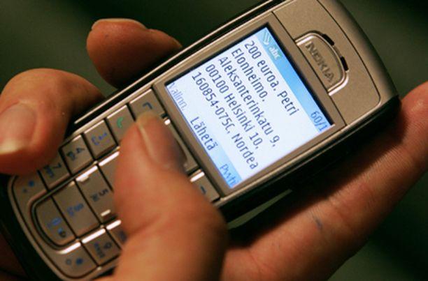 Kännykkävippien myöntäminen halutaan kuriin.