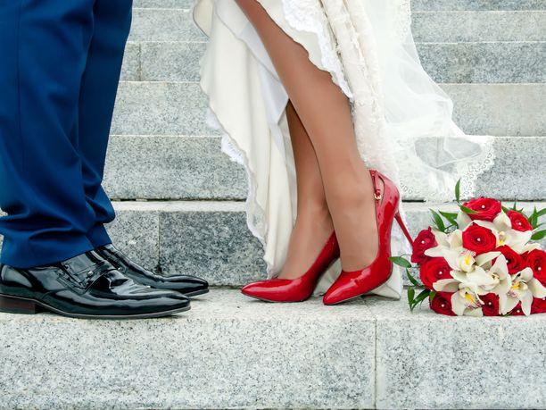 Tärkeisiin juhliin varatut kengät kannattaa aina niin sanotusti ajaa sisään ennen varsinaista juhlapäivää, jotta tiedät, miten ne jalassa kestät koko pitkän päivän.