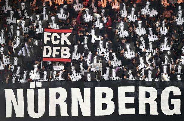 Nürnberg-fanien mielipide maanantaipeleistä ei jäänyt kenellekään epäselväksi.