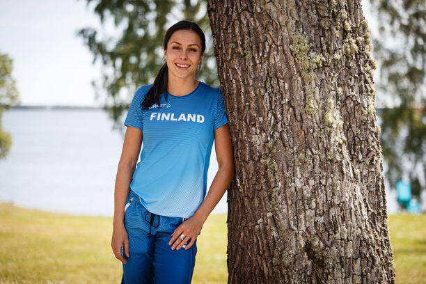 Maria Huntington valmistautui torstaina alkavaan EM-kisojen seitsenotteluun Suomen joukkueen majapaikan Engeltoftan komeissa maisemissa.