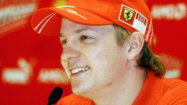 Kimi Räikkönen vakuutti pitävänsä punaisesta enemmän kuin hopeisesta.