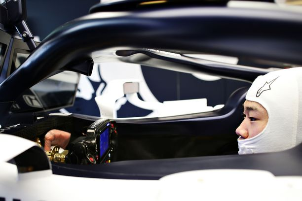 Yuki Tsunoda testasi AlphaTaurin F1-autoa Abu Dhabissa.