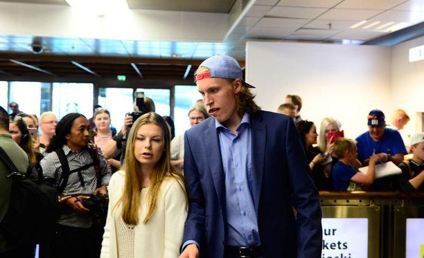 Patrik Laineen matkaseurana oli tyttöystävä Sanna.
