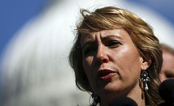 Monin demokraattipoliitikkojen tavoin Gabrielle Giffords oli huolestunut politiikan retoriikan kovenemisesta.