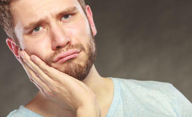 Piinallinen hammaskipu voi johtua esimerkiksi poskiontelotulehduksesta.