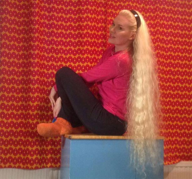 Marian hiukset ovat näin näyttävät ihan luonnostaan, ilman lisäkkeitä.