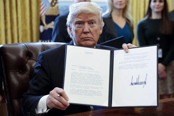 Donald Trump on nopealla tahdilla alkanut lunastaa vaalilupauksiaan.