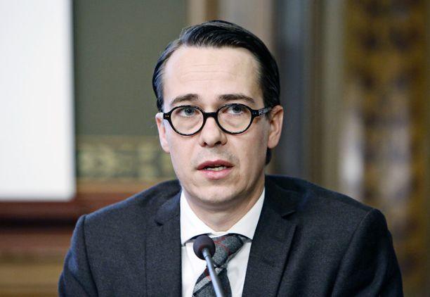 Carl Haglund haluaa muuttaa lainsäädäntöä ja antaa valtiolle pakkolunastusoikeuden.