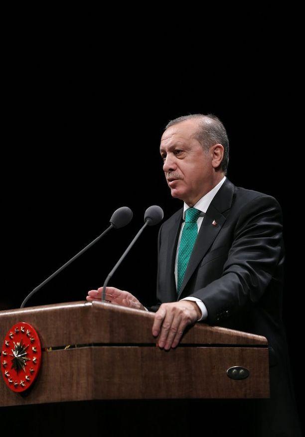 Presidentti Erdogan ampuu taas kovilla.