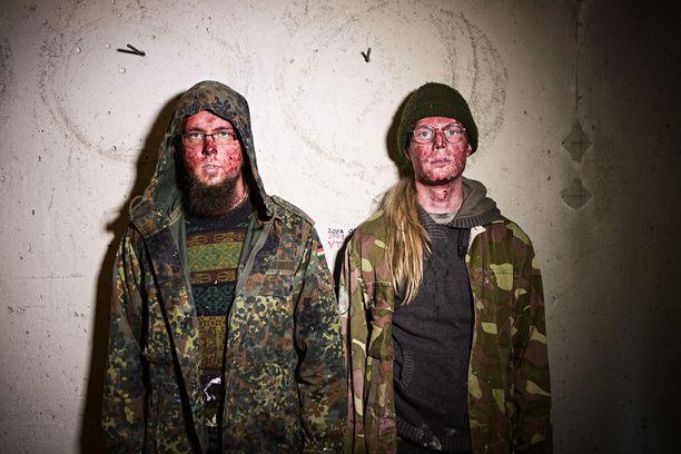Isoin yllätys Äänipornoa-albumia tehdessä tuli siinä, kuinka hyvin näyttelijät osasivat improvisoida puhekohtauksia, Riikonen ja Raunio kehuvat.