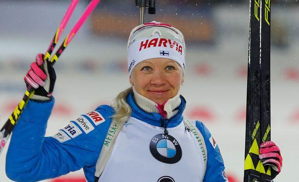 Kaisa Mäkäräinen tuuletti tänään voittoa takaa-ajokisassa.