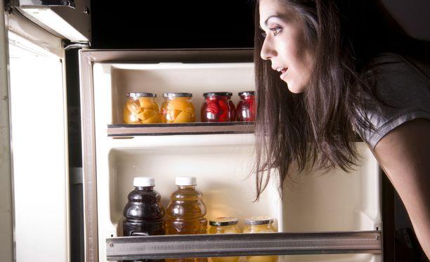 Hidastunut aivotoiminta johdattaa öisin jääkaapille.