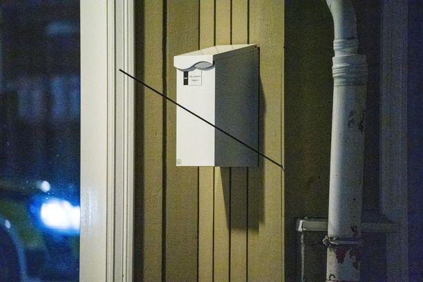 Yksi Norjan Kongsbergissä käytetyistä nuolista oli jäänyt seinään kiinni.