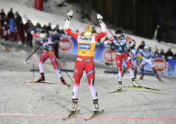 Therese Johaug otti uransa ensimmäisen sprinttikisan voiton tiistaina. Norjalainen on suuri ennakkosuosikki myös torstaina vapaan yhteislähdössä.