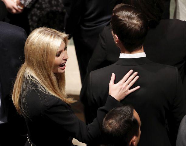 Ivanka Trump ja Jared Kushner työskentelevät Trumpin neuvonantajina.