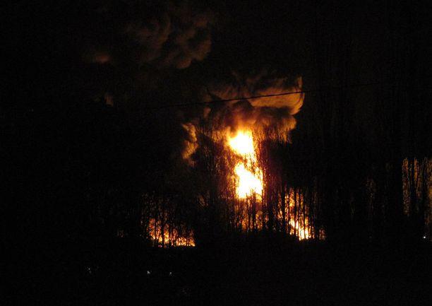 Pomarkussa Satakunnassa paloi muovipaalikasa torstai-iltana.