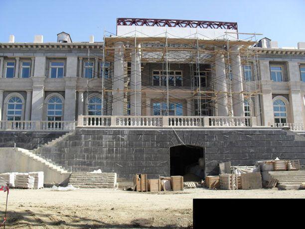 Kuvien ottohetkellä palatsi oli vielä rakenteilla.