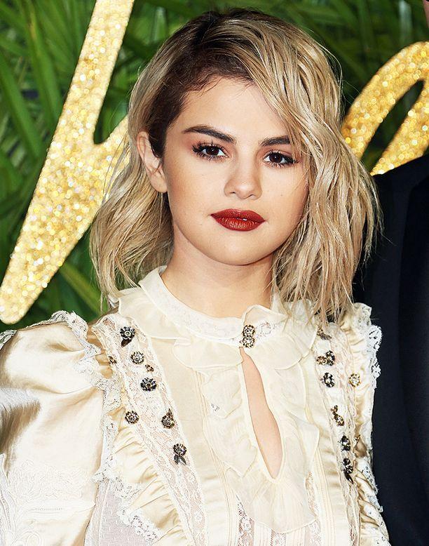 Selena Gomez on viihtynyt jo jonkin aikaa trendikkäässä Nirvana-tukassa.