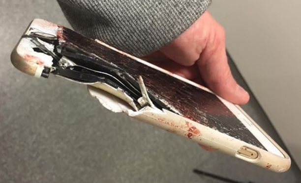 Kännykkä tuhoutui, mutta se todennäköisesti pelasti puhelimeen puhuneen naisen hengen.