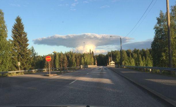 Paljon luonnossa liikkuva Vilenius arvelee, että pilvi oli niin sanottu alasinpilvi.